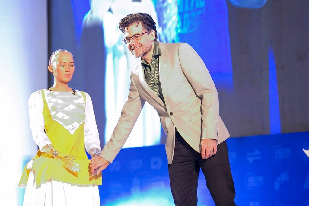 David Hanson bersama sophia si robot